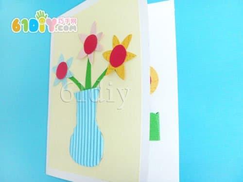 封面是 花瓶,里面是立体小花    手工材料:卡纸,彩色纸,胶水,剪刀