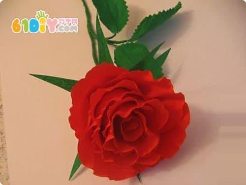 情人节皱纹纸玫瑰花制作步骤