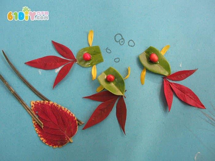 金鱼戏水树叶贴画图片